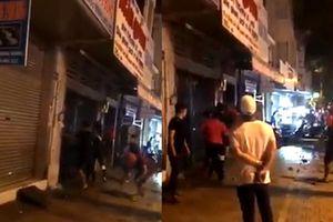 Bị tạt nước vì gây ồn lúc nửa đêm, đám thanh niên đi bão đập phá nhà dân TP.HCM