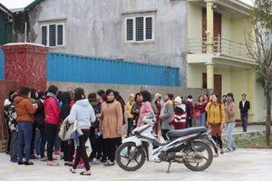 Hà Tĩnh: Chậm trả lương, hàng trăm công nhân nghỉ việc 'vây' công ty