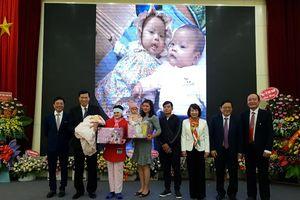 Bệnh viện Sản Nhi Quảng Ninh đón em bé thứ 100 chào đời nhờ thụ tinh ống nghiệm