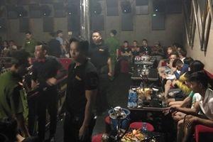 Gần 80 'dân bay' dương tính với ma túy trong bar 162