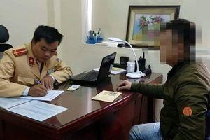 Tước giấy phép lái xe tài xế ô tô đi lùi ở đường vành đai 3 trên cao ở Hà Nội