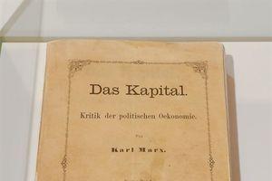 Hợp đồng phát hành cuốn 'Tư bản luận' của Karl Marx đoạt giá kỷ lục
