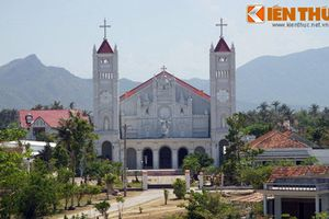 Kiến trúc tuyệt đẹp của nhà thờ cổ gần Nha Trang