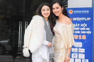 Á hậu Hoàng My mặc đầm lụa khoe vai trần giữa cái lạnh hơn 10 độ