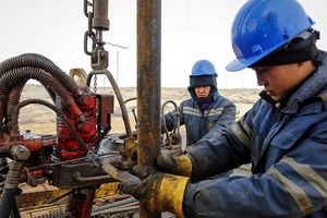 Sụt giảm mạnh, giá dầu rớt xuống dưới 50USD/thùng