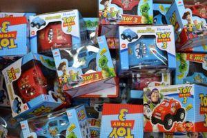 Anh: Cảnh báo mối nguy hiểm với trẻ em từ đồ chơi giả dịp Giáng sinh