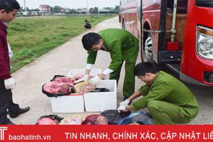 Bắt xe khách chở 60kg thịt, nội tạng động vật 'bẩn' chạy qua Hà Tĩnh