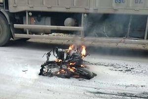 Điện Biên: Nam thanh niên đốt xe sau va chạm giao thông