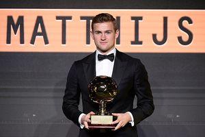 Matthijs de Ligt rạng rỡ trong ngày nhận Giải 'Cậu bé vàng'