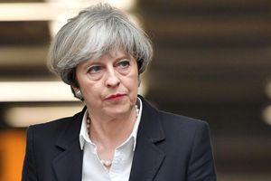 Sóng gió không ngừng bủa vây Thủ tướng Anh
