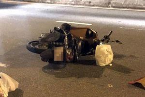 Xe máy nổ lốp khi đang lưu thông, cô gái đội mũ bảo hiểm 'dởm' tử vong thương tâm vì bị chấn thương sọ não