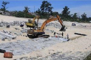 Tập trung xử lý, khắc phục sạt lở đê, bờ biển