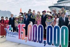 Quảng Ninh đón du khách quốc tế thứ 15 triệu