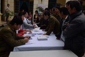 Học viện Quân y khám bệnh, tư vấn sức khỏe và cấp thuốc miễn phí tại Vĩnh Phúc