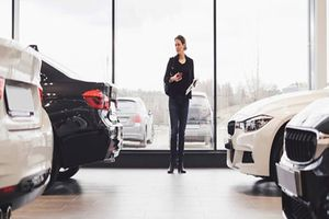 Những lưu ý khi mua xe sang tiền tỷ bạn cần biết