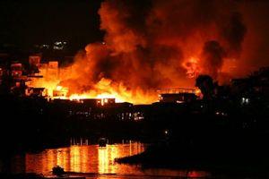 Lửa cháy dữ dội, nuốt trọn 600 ngôi nhà ở Brazil