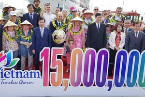 Du khách quốc tế thứ 15 triệu đến Việt Nam trong năm 2018