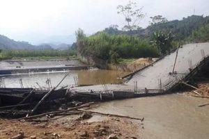 Cầu đang xây dựng bất ngờ đổ sập ở Yên Bái