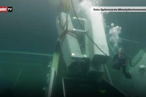 Xem thợ lặn trục vớt tên lửa từ tàu chiến bị chìm dưới đáy biển