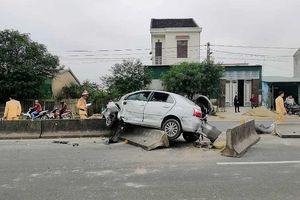 Hà Tĩnh: Ô tô con va chạm với container, tài xế trọng thương