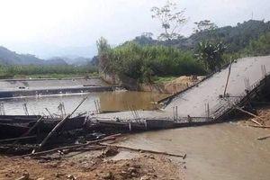 Yên Bái: Sập toàn bộ cây cầu khi đang thi công đổ bê tông
