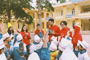Trở về quê nhà, đoàn thanh niên tiêu biểu Việt Nam mang con chữ đến vùng núi Ba Vì
