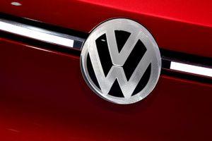 Volkswagen phải thay đổi kế hoạch sản xuất để đáp ứng mục tiêu CO2 của EU