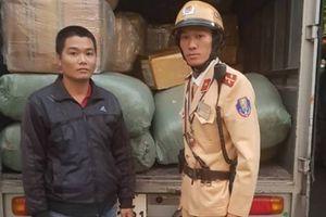 CSGT Hà Nội liên tiếp chặn bắt xe tải chở hàng không rõ nguồn gốc