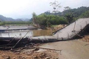 Cây cầu vừa đổ bê tông đã sập: 'Nguyên vật liệu tốt'