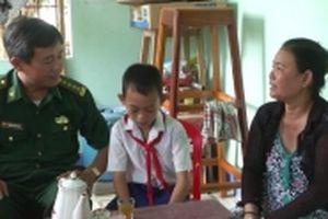Niềm vui từ chương trình 'Nâng bước em tới trường'
