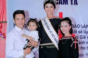 Em gái H'Hen Niê đã lập gia đình, có con gái 2 tuổi