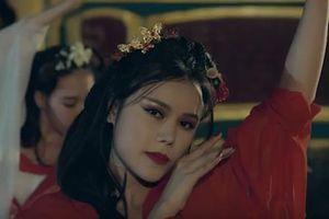 Quán quân 'Ban nhạc quyền năng' Hồng Gấm tung MV cổ trang đầy ma mị