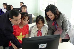 Viettel bàn giao nhiều công trình hỗ trợ huyện nghèo tại Thanh Hóa