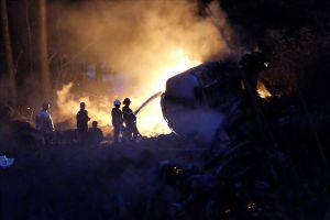 Hiện trường xe bồn chở xăng cháy trơ khung sau cú lao xuống đèo Hải Vân trong đêm
