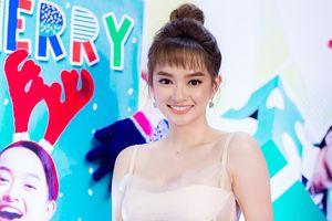 Kaity Nguyễn mặc xuyên thấu ra mắt 'Hồn papa, da con gái'