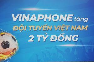 VinaPhone trao tặng 2 tỷ đồng tiền mặt cho Đội tuyển quốc gia Việt Nam