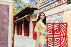 Á hậu Lý Kim Thảo hóa nàng thơ khi diện áo dài dịu dàng