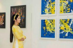 Cao Minh Tiến: Một 'Tâm hồn' riêng trong hội họa và thời trang