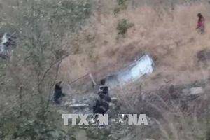 Xe buýt lao xuống vực sâu 700m, ít nhất 16 người thiệt mạng
