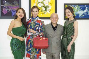'Quỳnh búp bê' háo hức tới triển lãm tranh của NTK Cao Minh Tiến