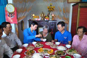 Hàng trăm đoàn viên thanh niên dọn nhà, nấu cơm cho Mẹ VNAH