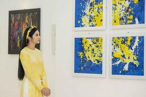 Triển lãm tranh và áo dài của NTK Cao Minh Tiến