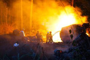 Đà Nẵng: Va chạm với xe tải, xe bồn lao xuống vực phát nổ, một người tử vong