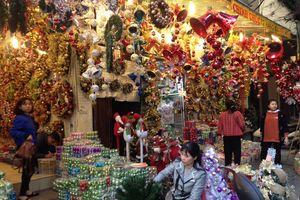 Nhộn nhịp thị trường đồ chơi và quà tặng Giáng sinh