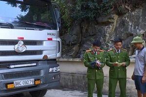 Bắt xe tải chở 240 con lợn bị bệnh từ Thái Nguyên đi Huế tiêu thụ