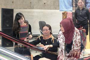 Đắk Lắk: Nghệ thuật Batik ít người biết của Indonesia xuất hiện tại Bảo tàng Thế giới cà phê