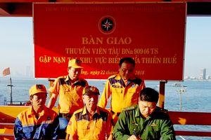 Cứu 8 thuyền viên gặp nạn trên vùng biển Thừa Thiên Huế