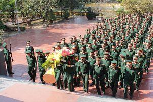 Đoàn đại biểu QK5 dâng hương Bác Hồ, viếng Đại tướng Võ Nguyên Giáp và tưởng niệm các anh hùng liệt sĩ