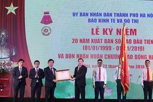 Báo Kinh tế và Đô thị đón nhận Huân chương Lao động hạng nhì