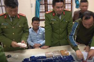 Nghệ An: Bắt giữ hai đối tượng tàng 3 bánh heroin và hàng nghìn viên ma túy tổng hợp